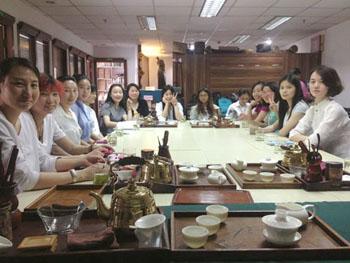 <span>公刘子茶道第129期中级茶艺师研修场景一瞥。</span>