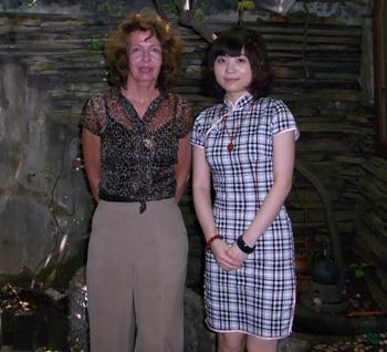 <span>国际中医协会副主席·英悟德博士与本苑茶师在一起</span>